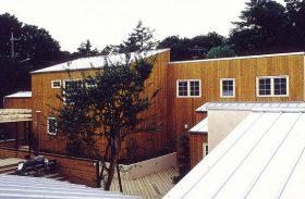 武蔵野の大地に寄り添う集合住宅